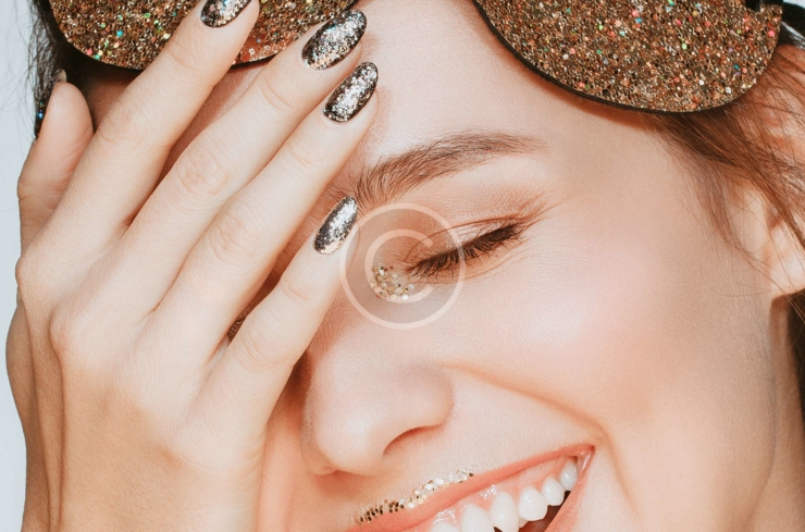 Glittery and Metallic Gold Accents